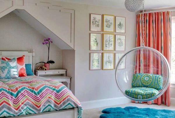 интерьер комнаты девочки с яркими аксессуарами