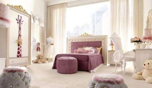 прикроватный пуфик в комнате девочки