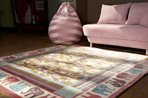 яркий ковёр для детской комнаты