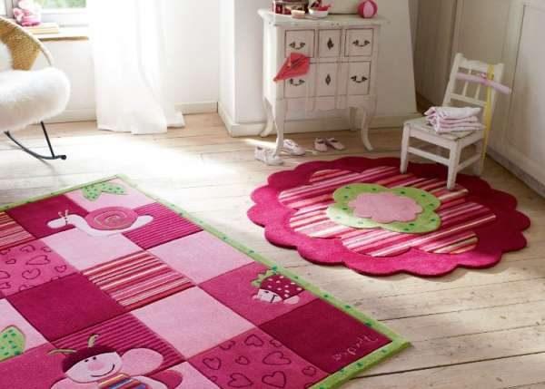 розовые коврики в детской