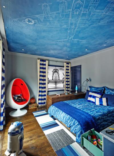 ковёр у кровати в детской комнае
