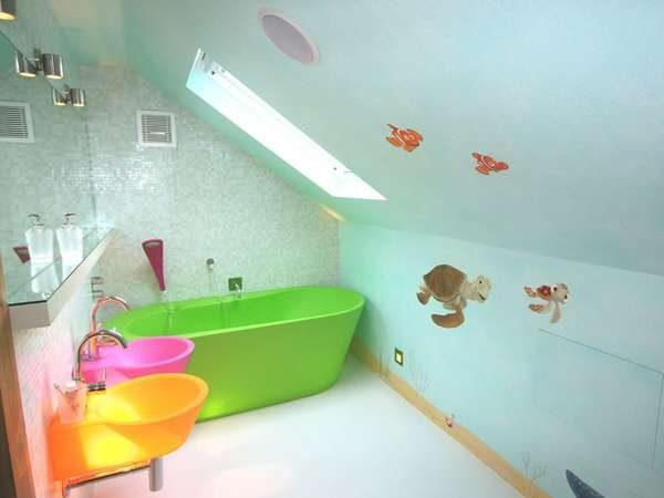 рисунки на стенах ванной