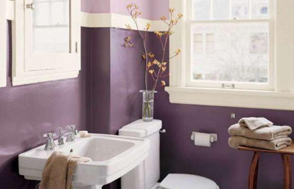 фиолетовая краска на стенах ванной комнаты