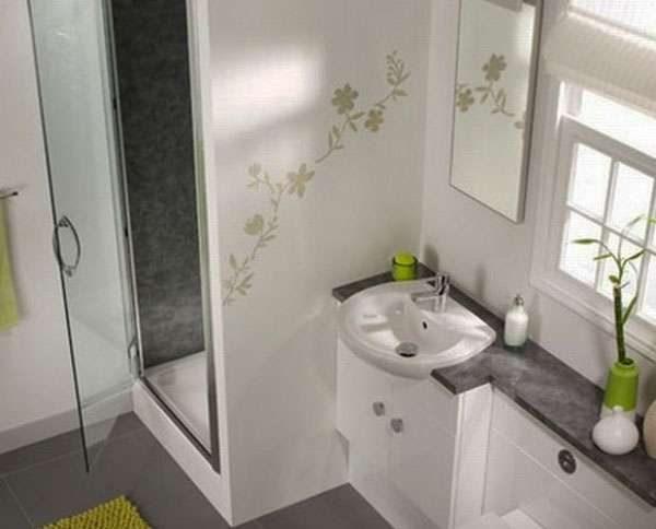 рисунок в ванной на стене