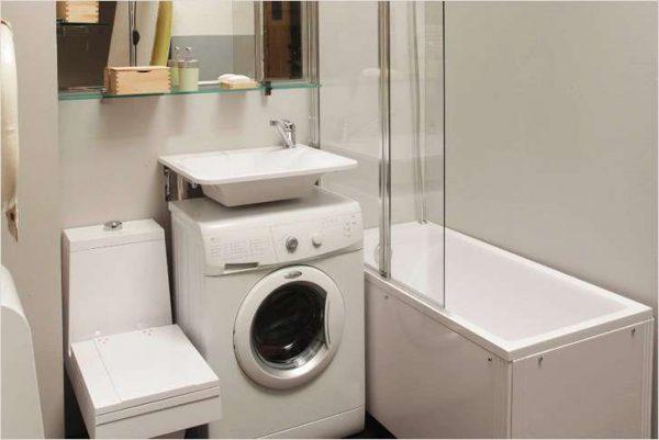 ванная со стиральной машиной под раковиной