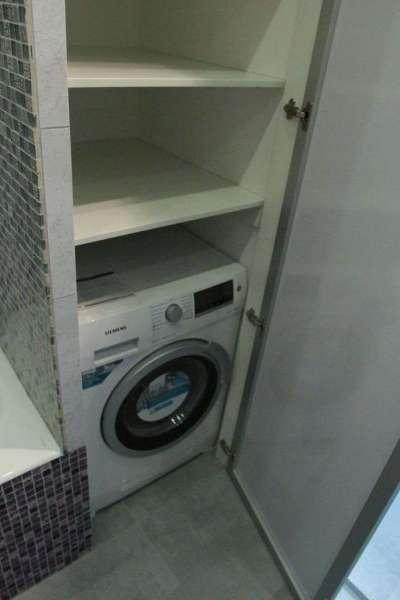 ванная со стиральной машиной в нише