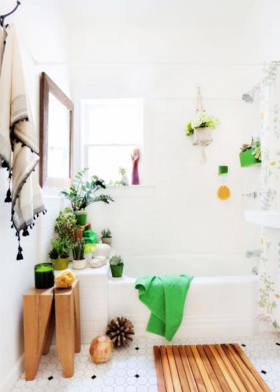 интерьер маленькой ванной с цветами