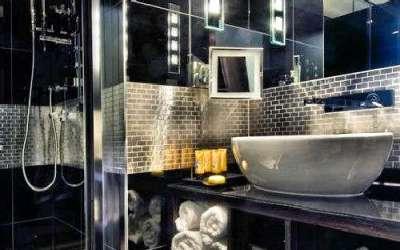 металлическая мозаика в ванной комнате