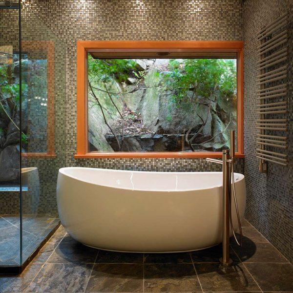 мозаика на стенах ванной комнаты