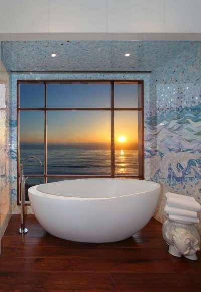 голубая мозаика в ванной комнате