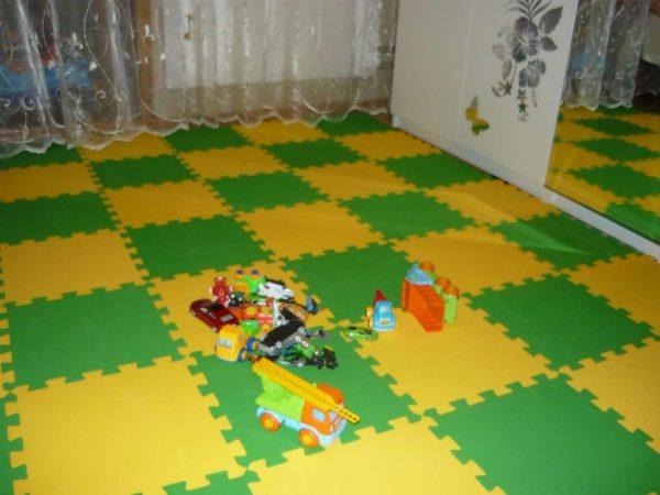зелёные и жёлтые мягкие пазлы на пол