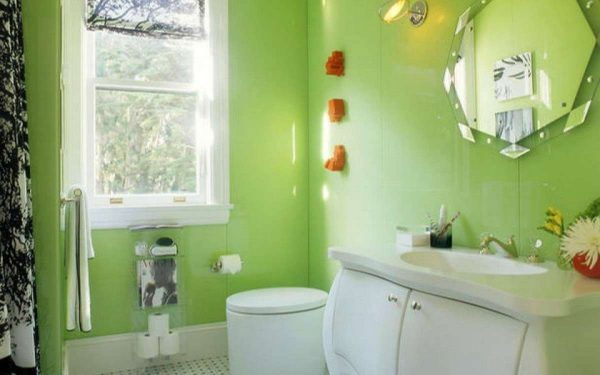 зелёные стены в ванной комнате