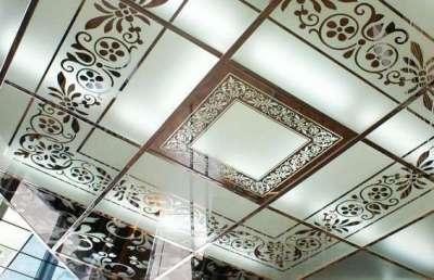 стеклянные потолки с рисунком в ванной