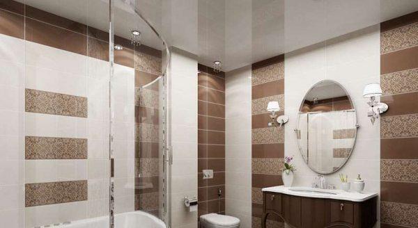 потолок со встроенным освещением в интерьере ванной комнаты