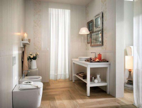 бежевая плитка в интерьере ванной комнаты