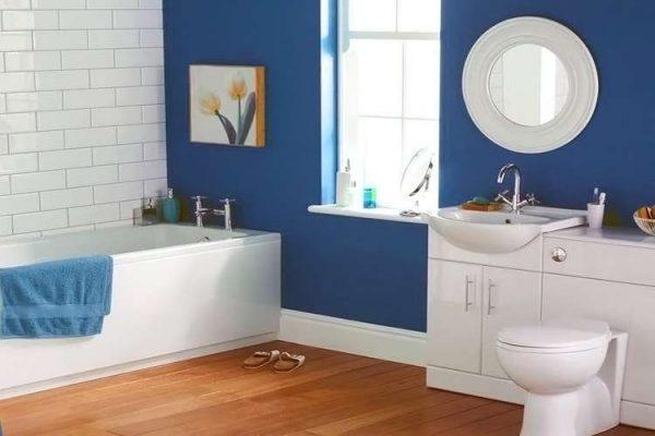 синие стены в ванной комнате
