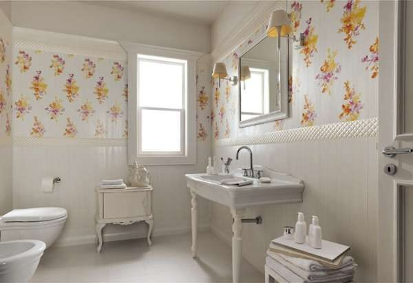 плитка с цветами в ванной комнате