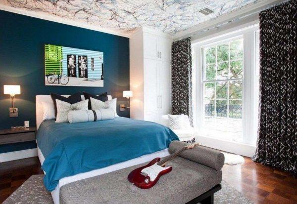 прямые шторы с рисунком в интерьере детской спальни