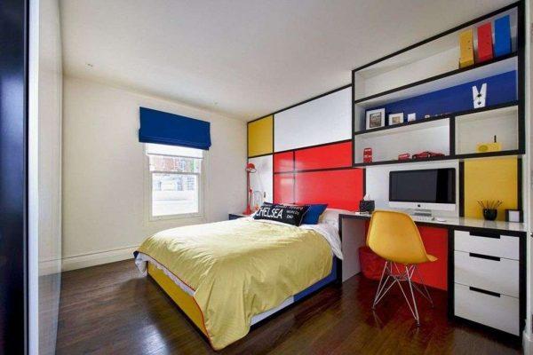 синие римские шторы в интерьере детской комнаты мальчика