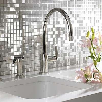 металлическая мозаика в ванной