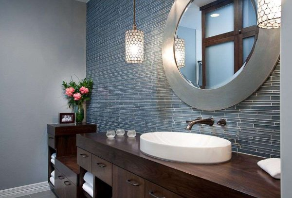 современный интерьер голубой ванной комнаты