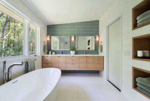 современная ванная комната с окрашенными стенами