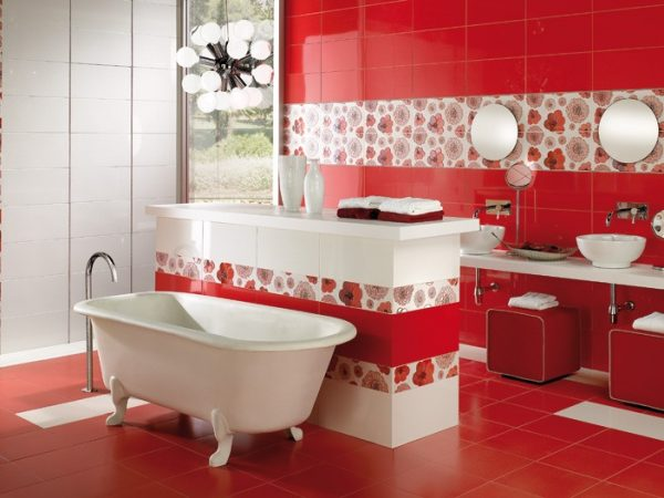 красная с белой плитка в интерьере ванной комнаты