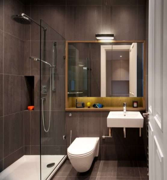 интерьер ванной комнаты с прямоугольной душевой кабиной