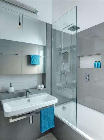 мебель в ванной с душевой кабиной