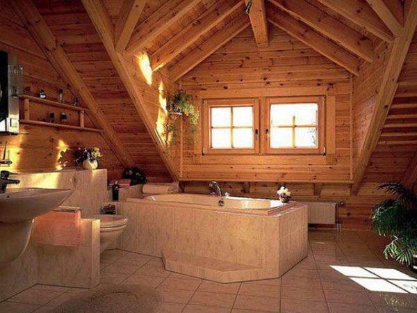 плитка на полу ванной в деревянном доме