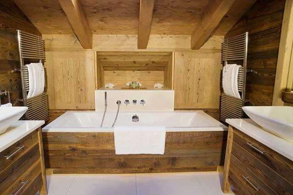 полотенцесушитель в ванной деревянного дома