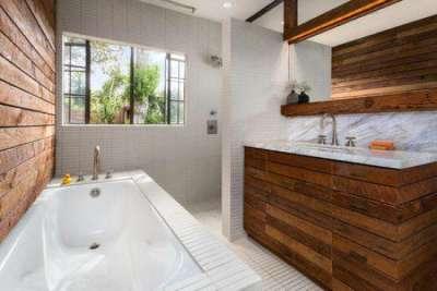 интерьер ванной комнаты на первом этаже