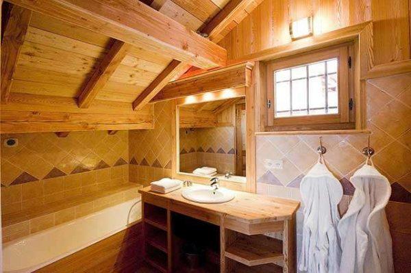 окно в ванной в деревянном доме
