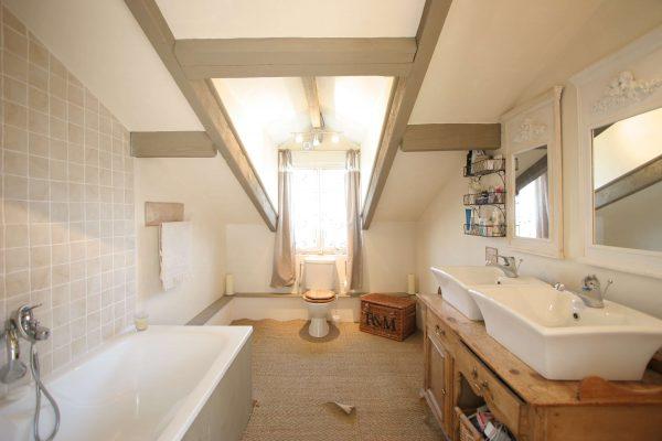 потолок в ванной деревянного дома