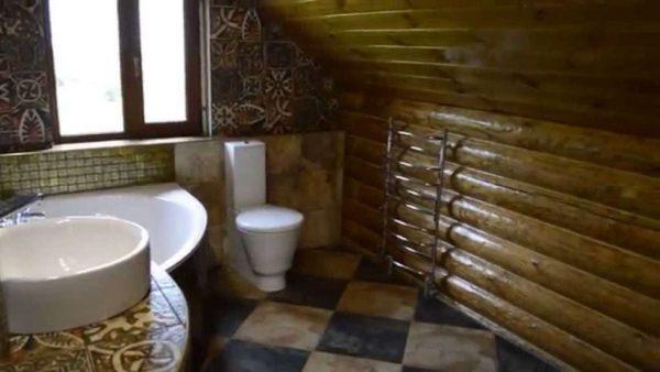 окно в ванной деревянного дома