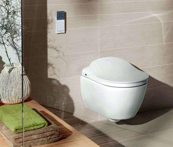 интерьер ванной с консольным туалетом