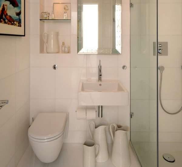 декор маленькой ванной комнаты с туалетом