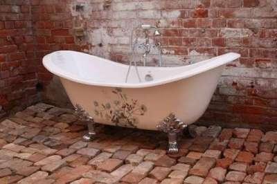 чугунная ванна в современном интерьере