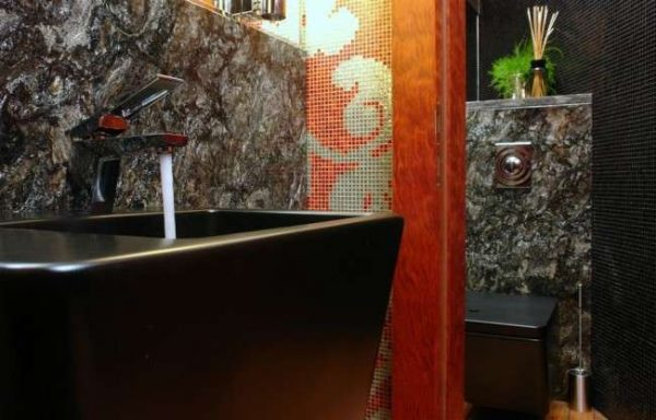 интерьер ванной комнаты с мозаикой