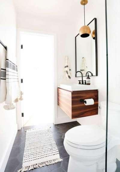 три цвета в интерьере ванной комнаты с туалетом