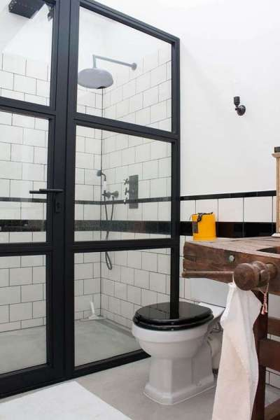 плитка в интерьере ванной комнаты с туалетом