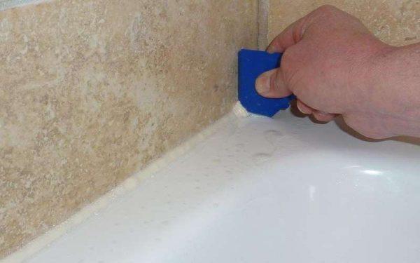 заделка щели между ванной и стеной герметиком