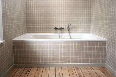 заделка стыка в ванной керамическим бордюром