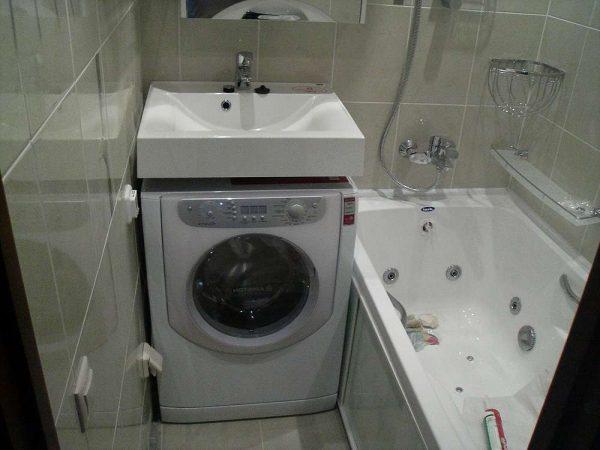 заделка швов в ванной пластиковым плинтусом