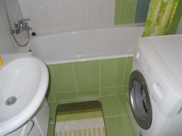 заделка швов в ванной бордюрной лентой