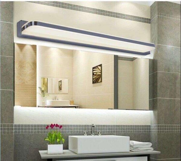 интерьер ванной с зеркалом и подстветкой
