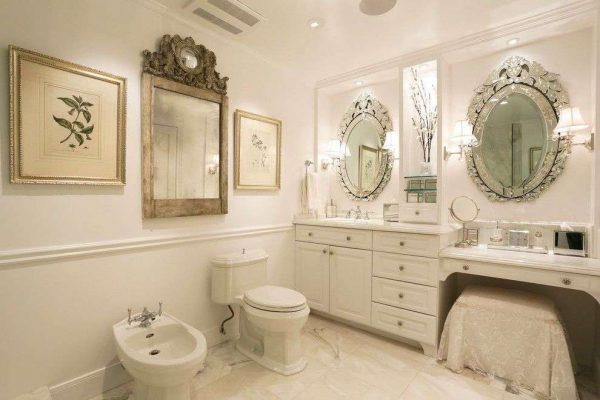 два зеркала в интерьере ванной комнаты
