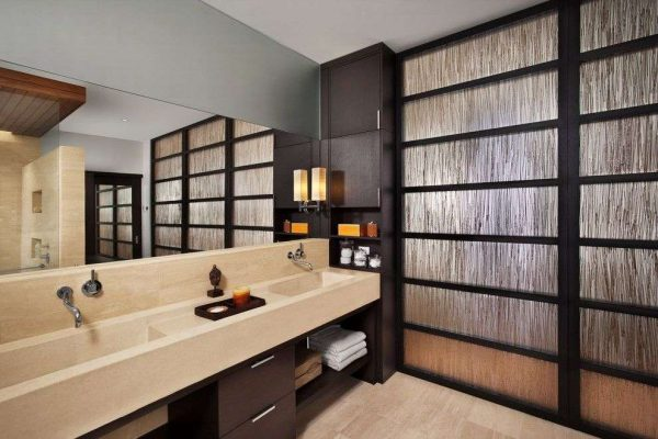 дизайн ванной с прямоугольным зеркалом