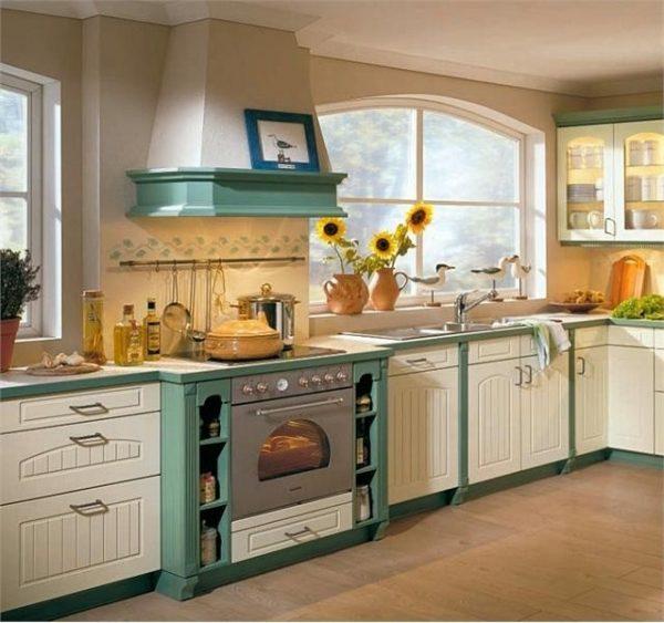 кухня кантри с окнами