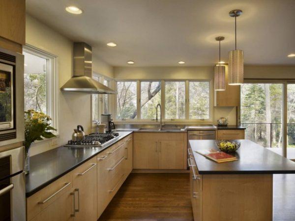 кухня в частном доме с вытяжкой